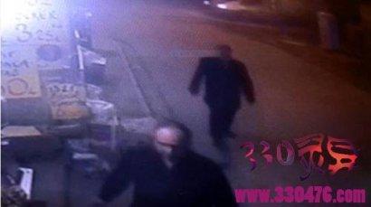 土耳其灵异事件陌生人拍肩男子转过头躲过死神