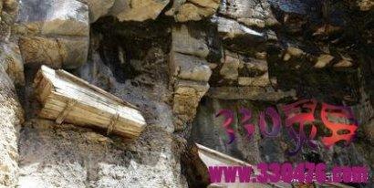 悬棺之谜:揭秘悬棺葬是如何吊上悬崖峭壁的