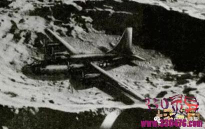 月球背面的二战飞机是真是假,二战飞机竟被外星人劫持