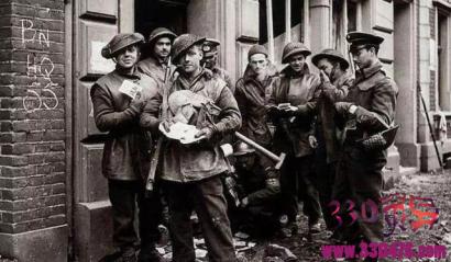 布兰德被枪毙前还在笑:二战最爷们的三大死刑犯