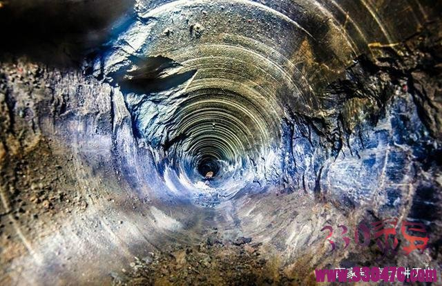 地下一万米的景象图片:如果掉进地下一万米,会看见啥?