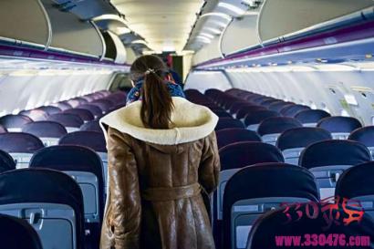 飞机上男子性骚扰邻座女孩,被喝止后竟然还…