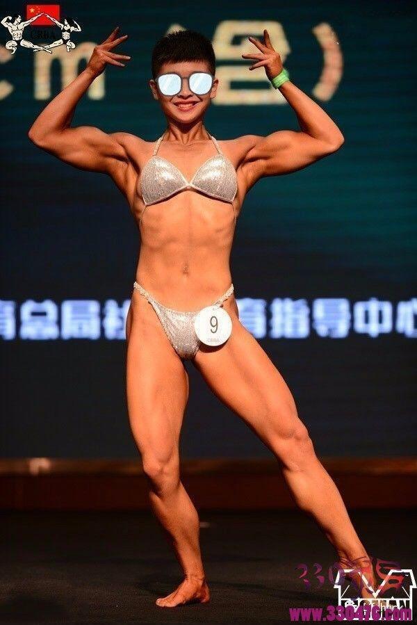 中国最帅女教练孙婧琪爆红网络,身材碾压肌肉男