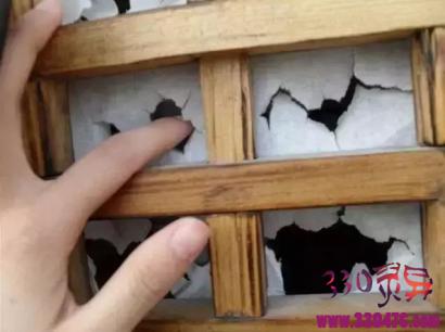 捅破窗户纸,就能偷看到屋里的一切?