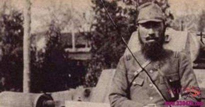 饭冢国五郎:因摆酷拍照被射杀的日军陆军少将