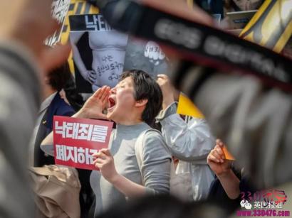 韩国堕胎禁令:雪莉发文庆贺!今天,全韩国的女性赢了!