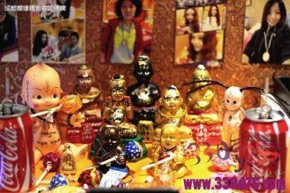 梦见古曼童让我带她回家:逛了下泰国古曼童佛牌店,古曼童跟我回家了