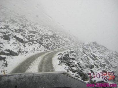 小时候的灵异事件:夏天山上迷路突然下雪,遇到逝者樵夫指路逃过一劫