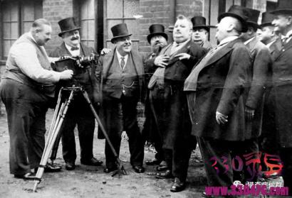 约翰.菲斯克胖子兄弟会:诞生于19世纪,吃得越多、吃得越好,衣服的尺寸越大说明你越成功