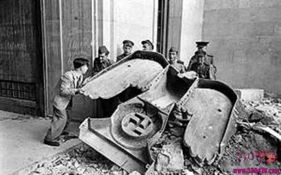 """希特勒什么时候死的?""""战争狂人""""希特勒头骨,现场自杀照"""