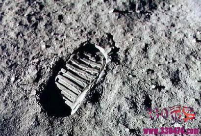 当年宇航员阿姆斯特朗在月球扔了96包屎,现在科学家想去把它们捡回来