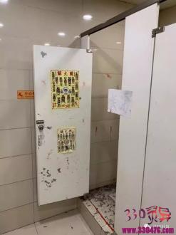 哈尔滨博物馆地铁站惊现法事遗留现场!符咒蜡烛鞭炮一应俱全