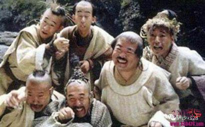 桃谷六仙原来是殷天正的传人?白毛鹰王的后代可不聪明