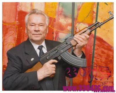 AK-47突击步枪发明者米哈伊尔·季莫费耶维奇·卡拉什尼科夫,临终忏悔:我宁愿发明割草机!