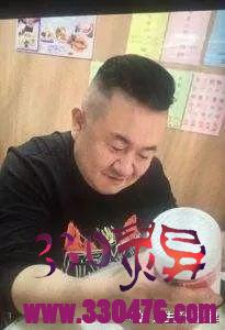 孙小果亲生父亲不是大官?