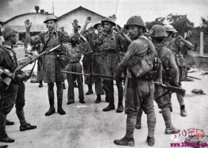 1942年新加坡英军投降:7万日军骑着自行车打垮14万英军