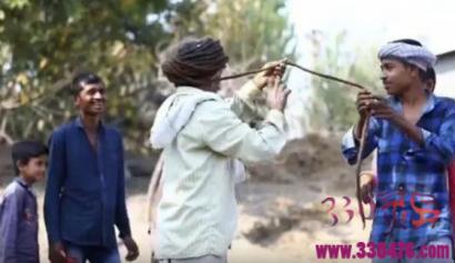世界上最长头发的人:印度拉特瓦(SavjibhaiRathwa)55年没剪头发,15米长发要洗3小时