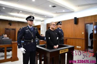 孙小果的专利免死金牌——联动紧锁式防盗窨井盖