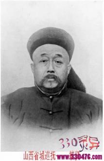 """毓贤发明了大清""""站笼""""酷刑,两个月站死者达三百七十多人..."""
