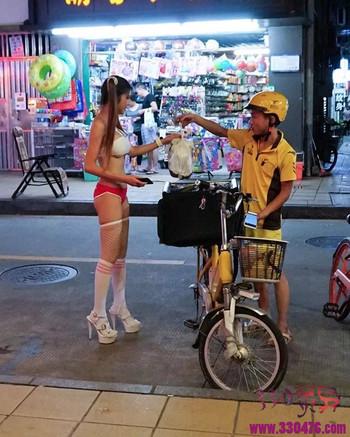 """深圳华强北Naomi Wu机械妖姬SexyCyborg妖艳女创客被骂""""荡妇"""",她用AV卖货套路爆红全球!"""
