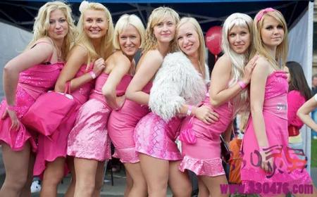 女多男少的国家拉脱维亚:10女配1夫?这个国家极度缺男人,美女大胆开放,泛滥到找不着男票